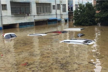 龙卷风和暴雨袭击湖南 汽车被没顶